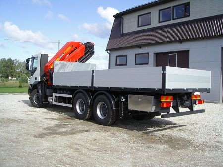 Iveco Trakker Palfinger 42502 tõstuki ning madelkastiga